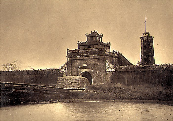 "The image ""http://hinhxua.free.fr/autrefois/docteur-hocquard/page1/porte_dela_citadelle_BacNinh.jpg"" cannot be displayed, because it contains errors."